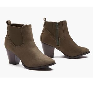 Sociology Olive LAZ Suede Booties Size 8